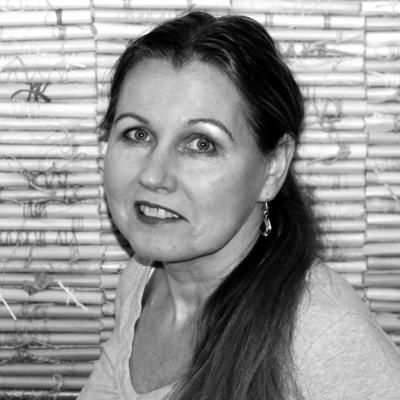 Tekstiilitaiteilija Aino Kajaniemi